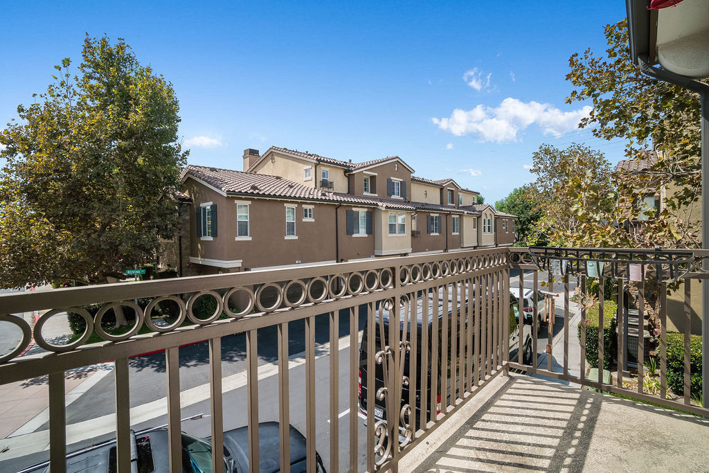 Cmaposa property exterior photo of balcony space and view of street